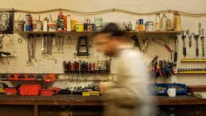 Bolts, nuts, pins, washers, bushings, clamps - which no car repair shop can do without Śrubki, nakrętki, bolce, podkładki, tulejki - bez czego żaden warsztat się nie obejdzie